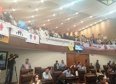 CDHEZ defiende a diputados de votaron en contra de matrimonios igualitarios