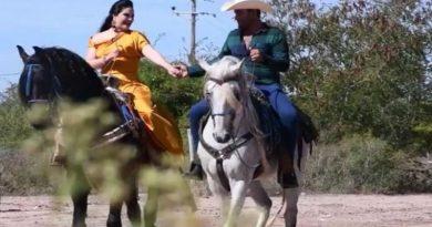 Alcaldesa en Sinaloa actúa en video de música norteña