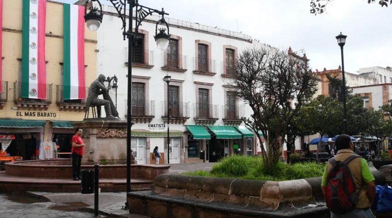 Sin agua comerciantes y vecinos de la Plazuela Genaro Codina